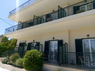 Pavlos Hotel & Studios
