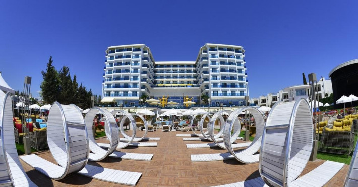 Hotel AZURA DELUXE AND SPA