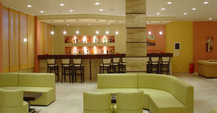 golden-sands-hotel_108_bar.jpg