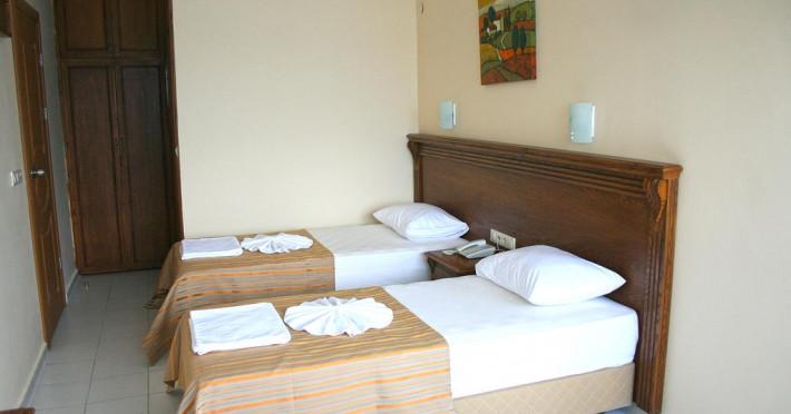 honeymoon-hotel_60315_2.jpg