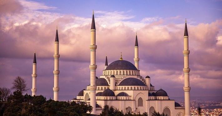 istanbul-comoara-de-pe-doua-continente_78427_mosque-3905675-640.jpg